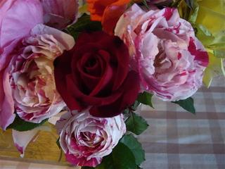 Roses_in_vase